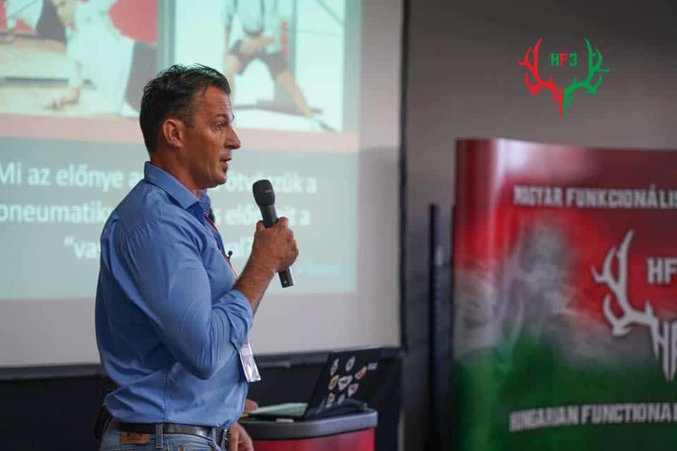 Orbán Zsolt, a Pure Sport vezetője előadást tart a HF3 funkcionális edzés szakmai konferencián